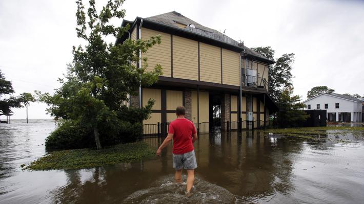 Barry se convierte en huracán de categoría 1 al acercarse a la costa de Luisiana