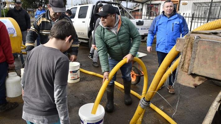 """Vecino de Osorno a tres días del corte de agua: """"Somos los usuarios que pagamos, los que estamos sufriendo"""""""