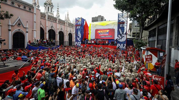 """Seguidores de Maduro se movilizan en rechazo a """"sesgado"""" informe de Bachelet por Venezuela"""
