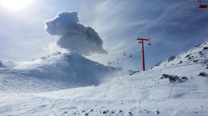 """Complejo volcánico Nevados de Chillán se mantiene en alerta nivel Naranjo por """"una probable erupción"""""""