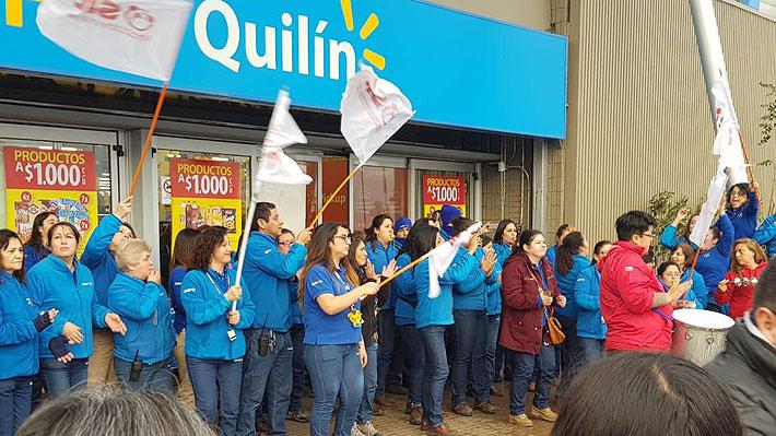 """Walmart afirma que retomará conversaciones con sindicato este lunes y acusa """"violencia y bloqueos ilegales de locales"""""""