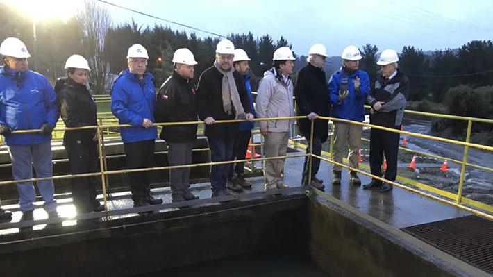 Piñera visita planta de Caipulli para monitorear restablecimiento de agua potable en Osorno