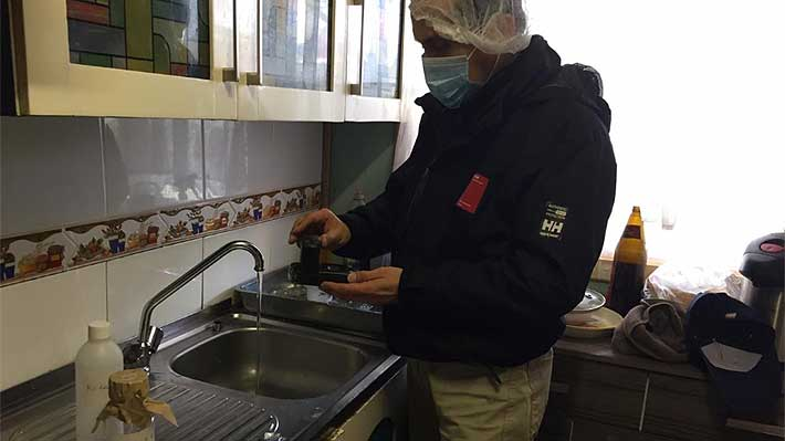 """Salud monitorea calidad del agua en Osorno y advierte: """"No es recomendable consumirla hasta que no volvamos a chequear"""""""