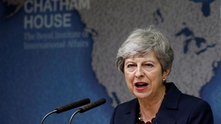 """May clama por """"pragmatismo"""" y un mayor """"compromiso"""" de la clase política británica a días de dejar el poder"""