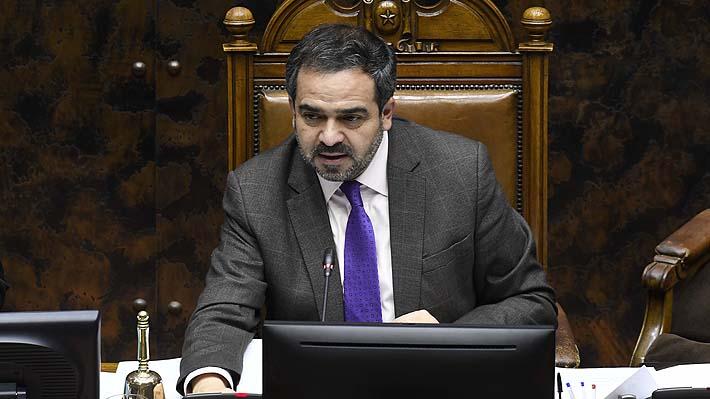 """Senador Quintana cuestiona """"momento"""" de viaje privado del Presidente Piñera a EE.UU."""