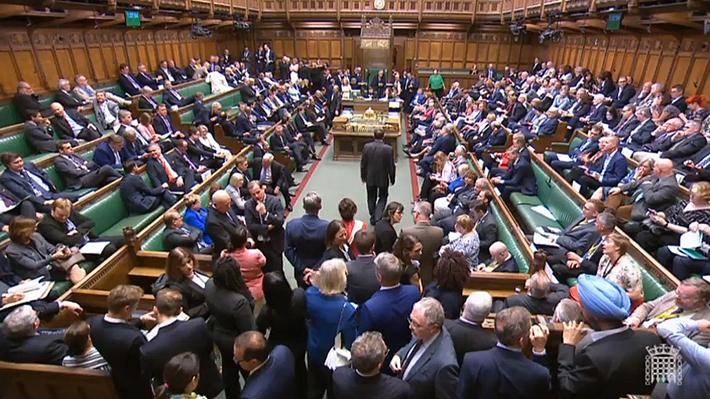 Diputados británicos aprueban cláusula que impide suspender el Parlamento para forzar un Brexit sin acuerdo