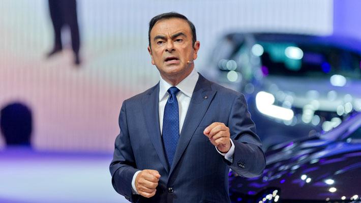 Vuelco en caso Nissan: Ahora Carlos Ghosn presenta demanda en contra de la marca