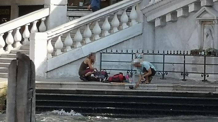 Dos turistas alemanes fueron expulsados de Venecia por prepararse un café en el puente de Rialto