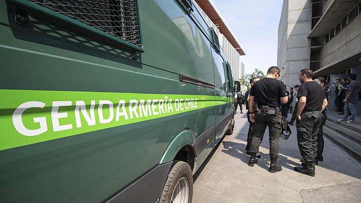 Gendarmería detiene a abogado que habría intentado ingresar droga en sus zapatillas a cárcel de Puente Alto