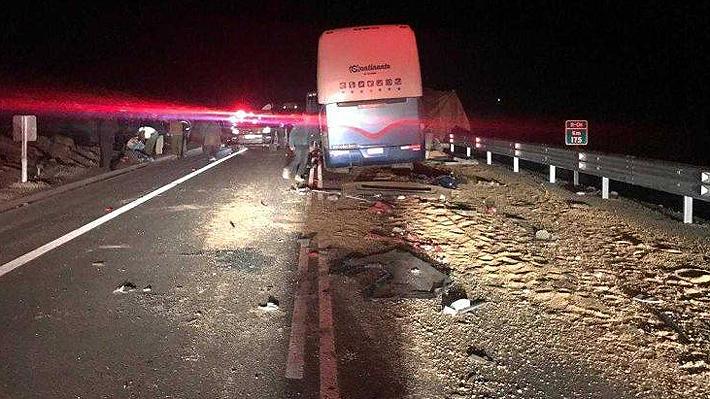 Conductor de bus que protagonizó accidente contra un camión en Arica pasa hoy a control de detención