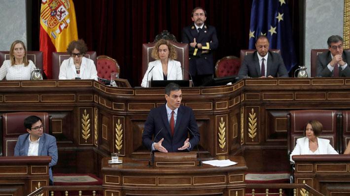 Sánchez da inicio a debate de investidura en España evitando a Cataluña y con llamado a Podemos