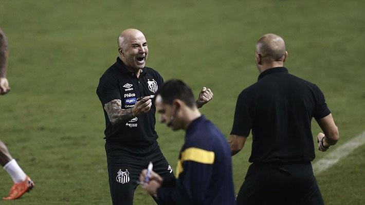 """El gran momento de Sampaoli con el Santos que lo tiene líder del Brasileirao: Hasta lo personifican con """"La Casa de Papel"""""""