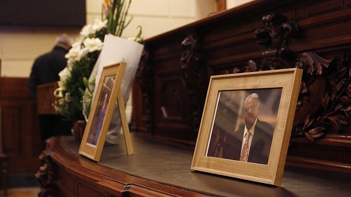 Presidente Piñera llega hasta el ex Congreso para despedir a periodista Fidel Oyarzo