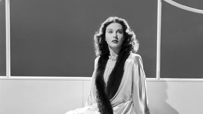 """""""La única mujer"""": la novela que reconstruye la sorprendente vida de Hedy Lamarr"""