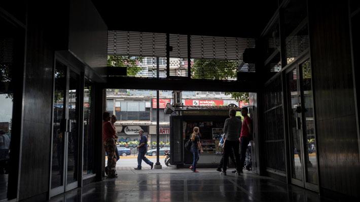 """Nuevo apagón afecta a Venezuela y Gobierno de Maduro acusa un posible """"ataque electromagnético"""""""
