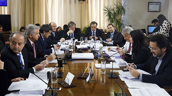 """Comisión de Trabajo aprueba proyecto que reduce jornada a 40 horas semanales y Gobierno dice que es """"inadmisible"""""""