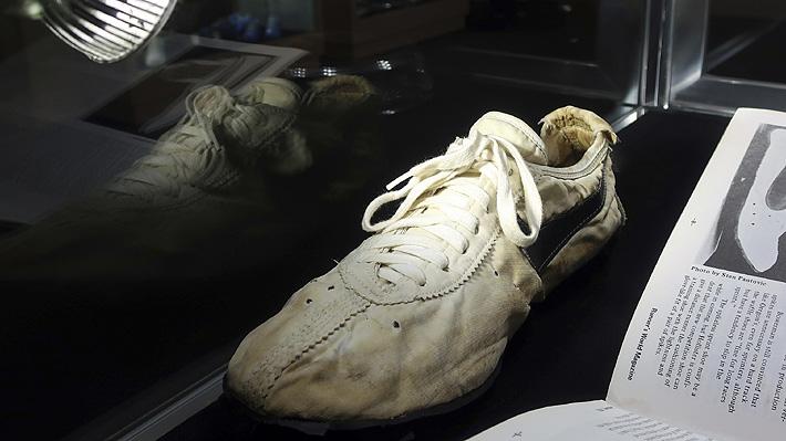 Extrañas zapatillas de conocida marca deportiva fueron