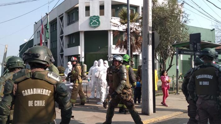 Cinco carabineros resultan heridos tras explosión de artefacto en comisaría de Huechuraba