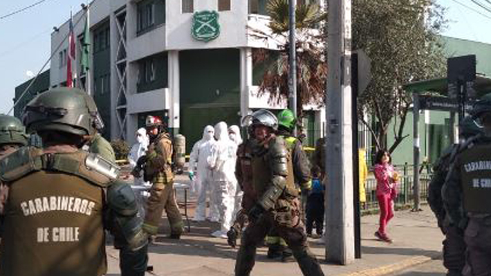En tiempo real: Cinco carabineros lesionados tras explosión de un artefacto en comisaría de Huechuraba