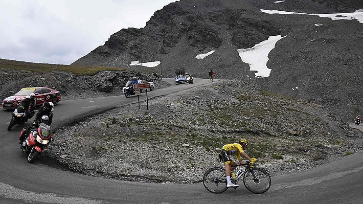 Las reveladoras imágenes de la nieve y el deslizamiento de tierra que hicieron neutralizar la etapa del Tour de Francia