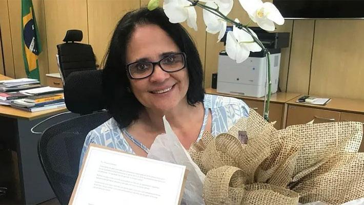 """Polémica en Brasil por frase de ministra de la Mujer: """"Las niñas son violadas porque no usan ropa interior"""""""