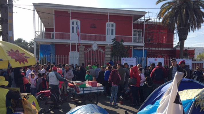 Gobernardor de Tacna exige a Chile solucionar problema de venezolanos en consulado y amenaza con recuperar la oficina