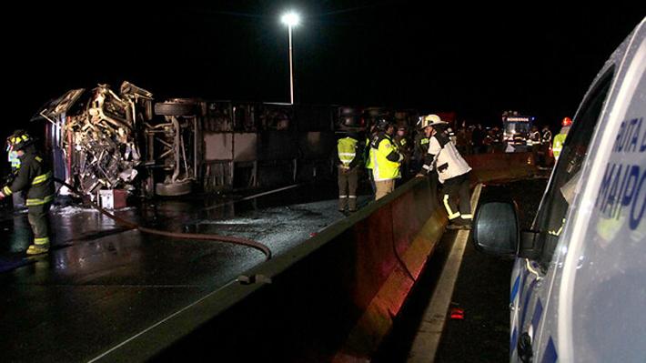 """Fiscalía informa que """"tres personas se encuentran en riesgo vital"""" tras volcamiento de bus que ha dejado seis fallecidos"""