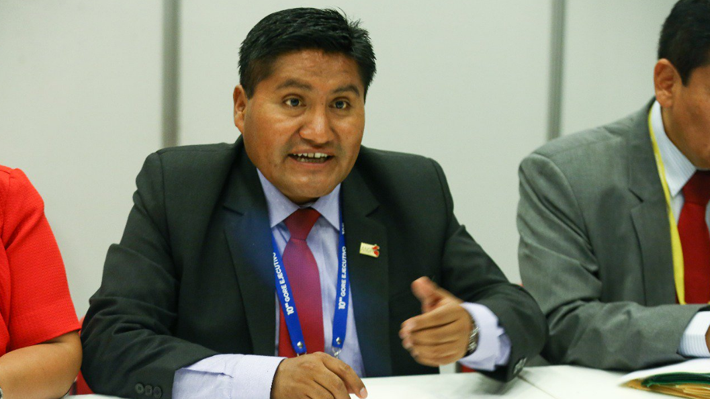 Las polémicas de Juan Tonconi, el gobernador de Tacna que amenazó con el cierre del consulado chileno