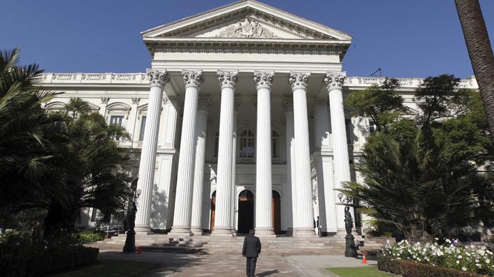 ¿Es una medida eficiente?: Parlamentarios reabren debate tras nueva propuesta de trasladar el Congreso a Santiago