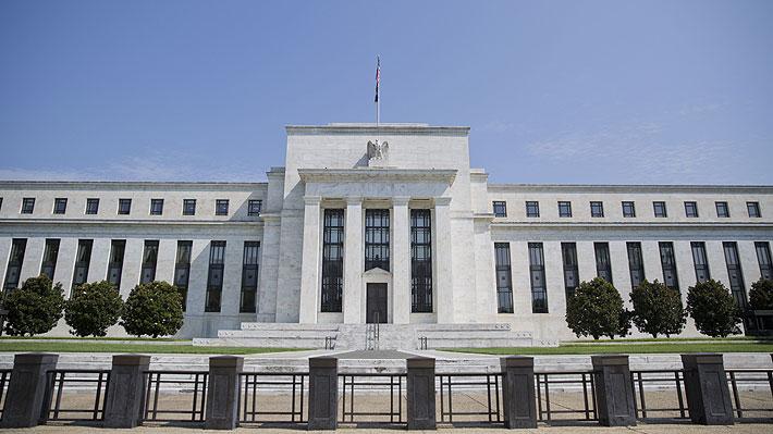 Fed cumple con las expectativas y aplica la primera baja de tasas en más de una década