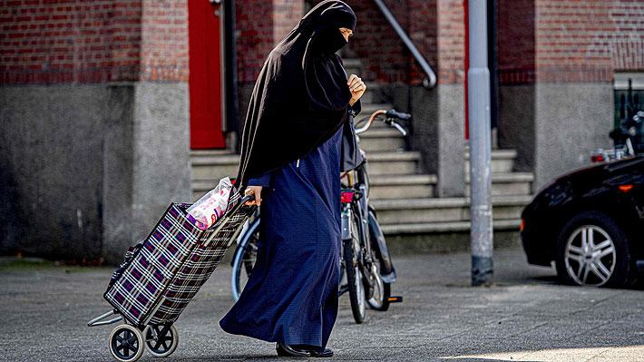 Holanda prohíbe el uso del velo islámico integral en escuelas, hospitales, edificios y transportes públicos