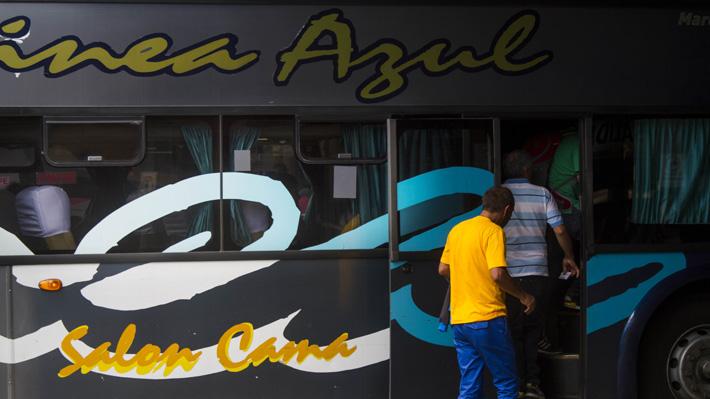 Línea Azul, la empresa de buses de 55 años cuestionada tras el accidente en Mostazal