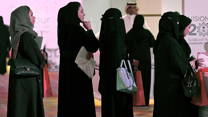 """Mujeres en Arabia Saudita podrán obtener pasaporte sin la autorización de un """"tutor"""" hombre"""