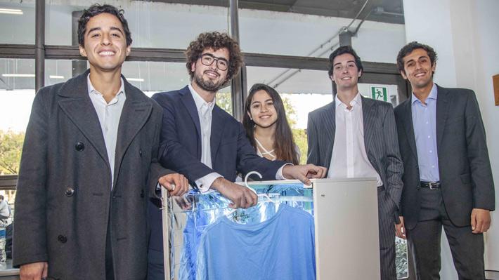 Estudiantes de ingeniería en Chile proponen lavar la ropa con luz para reducir el uso de agua y de suministro eléctrico