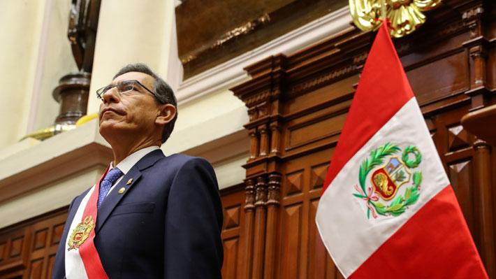 Crece popularidad de Vizcarra en Perú luego de proponer adelantar elecciones y recortar su mandato