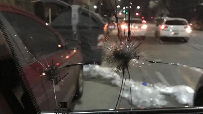 Camioneta que trasladaba a candidato presidencial argentino sufrió violento ataque a piedrazos