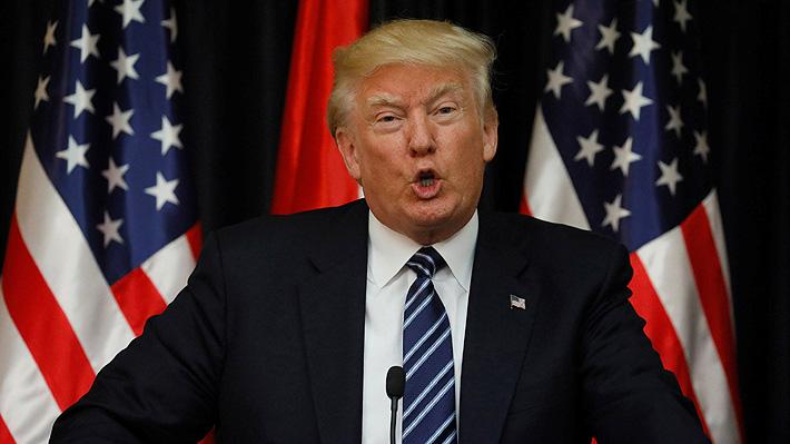 """Trump arremete nuevamente contra la Fed y dice que """"debe hacer recortes de tasas más grandes y más rápido"""""""