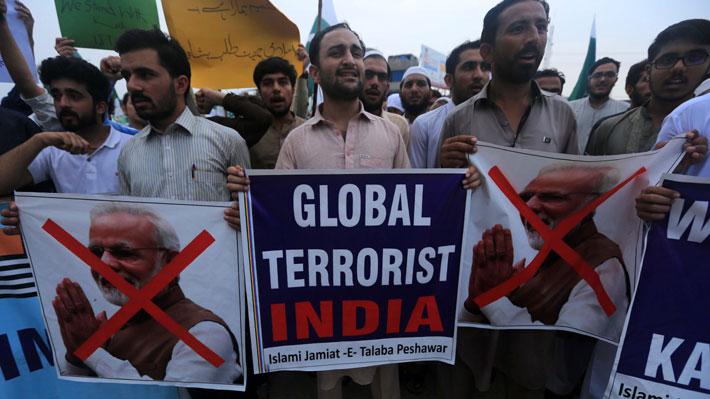 Pakistán expulsa a embajador y suspende comercio bilateral con India por crisis en Cachemira