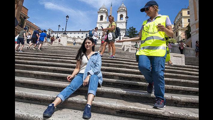 Roma multará a quienes se sienten en monumentos como la escalinata de la Plaza de España o la Fontana di Trevi