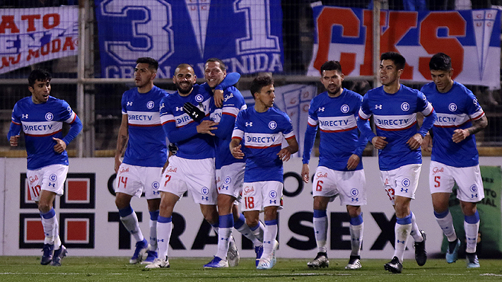 En el regreso de Francisco Silva a San Carlos, la UC derrotó al Morning y se metió en cuartos de final de la Copa Chile