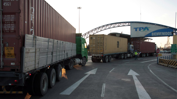"Transportistas bolivianos responsabilizan a agencia aduanera de ese país por conflicto de tarifas en Arica: ""Se está politizando"""