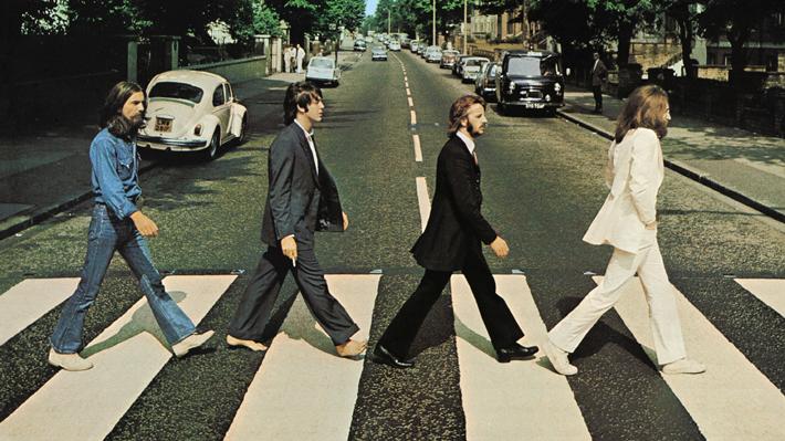 Icónica fotografía de The Beatles en el cruce peatonal de Abbey Road cumple 50 años