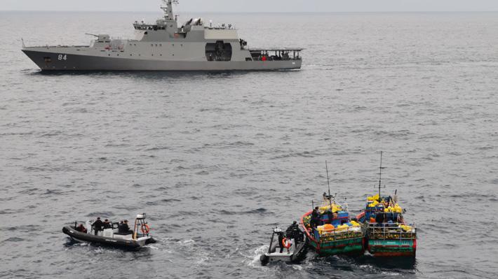 Armada captura dos embarcaciones peruanas con 10 toneladas de tiburón azul en aguas chilenas