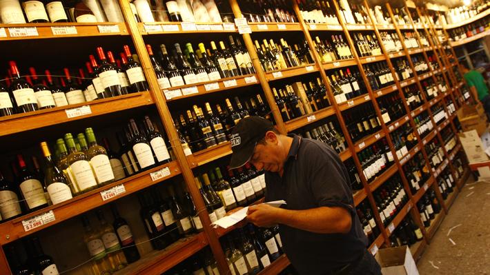 Las Condes inicia hoy fiscalización a venta de alcohol con clientes encubiertos