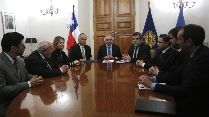 Gobierno y OIM firman convenio para implementar Centro de Atención de Visados en Lima para venezolanos