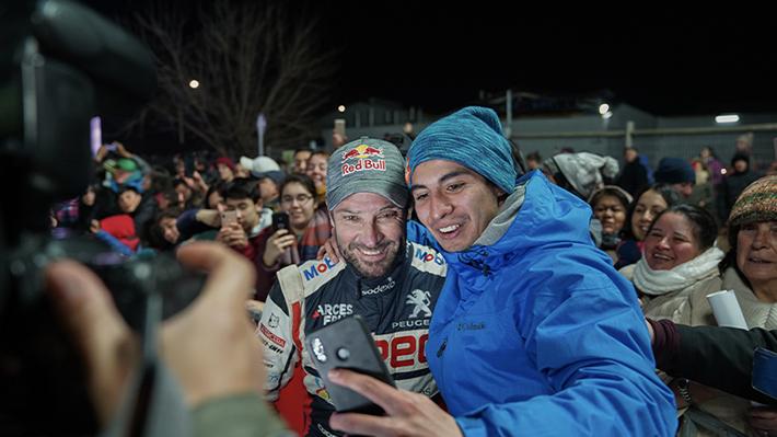 No importó el frío: Quillón dio la bienvenida por primera vez al RallyMobil con masivo apoyo del público