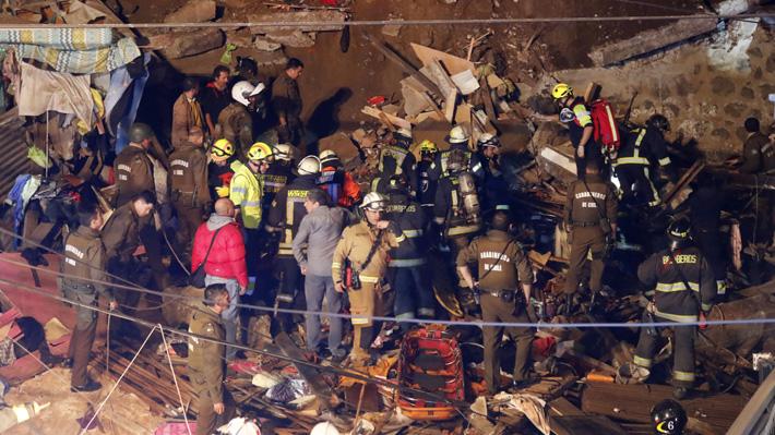 Derrumbe de vivienda en Valparaíso deja al menos cuatro fallecidos y dos menores lesionados