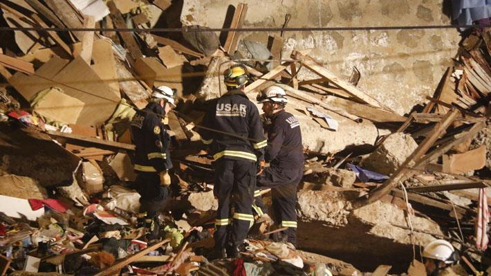 """Menores rescatados de escombros tras derrumbe en Valparaíso se encuentran """"estables"""" y uno ya fue dado de alta"""