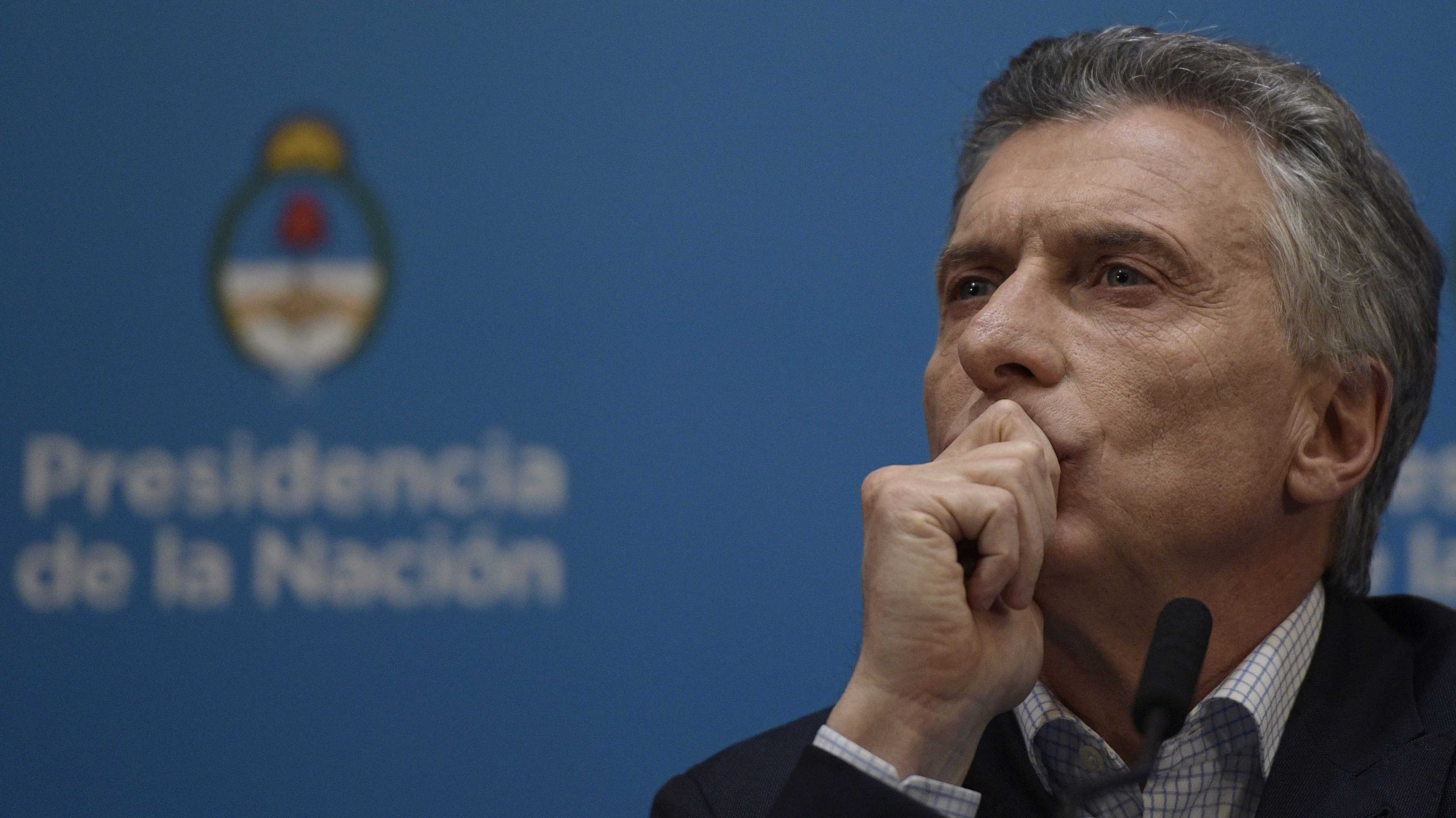 """Macri dice que """"escuchó"""" a los argentinos y anuncia plan económico: Sube el salario mínimo y congela precio de la bencina"""