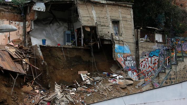 Valparaíso: Identifican a dos víctimas y riesgo de nuevos derrumbes amenaza con complicar rescate